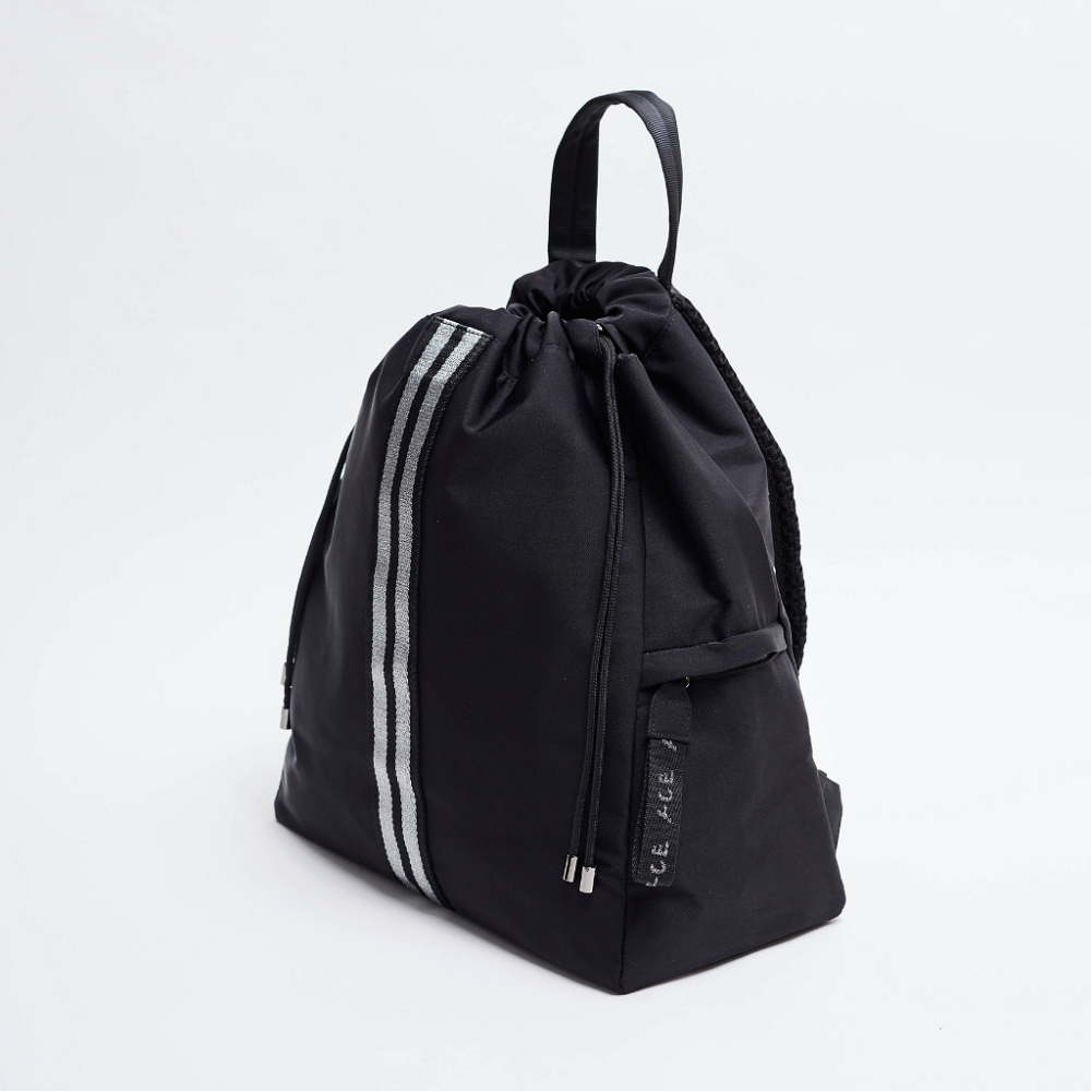 Side view of the ACE Bagpack color Black made with ECONYLu00ae regenerated nylon