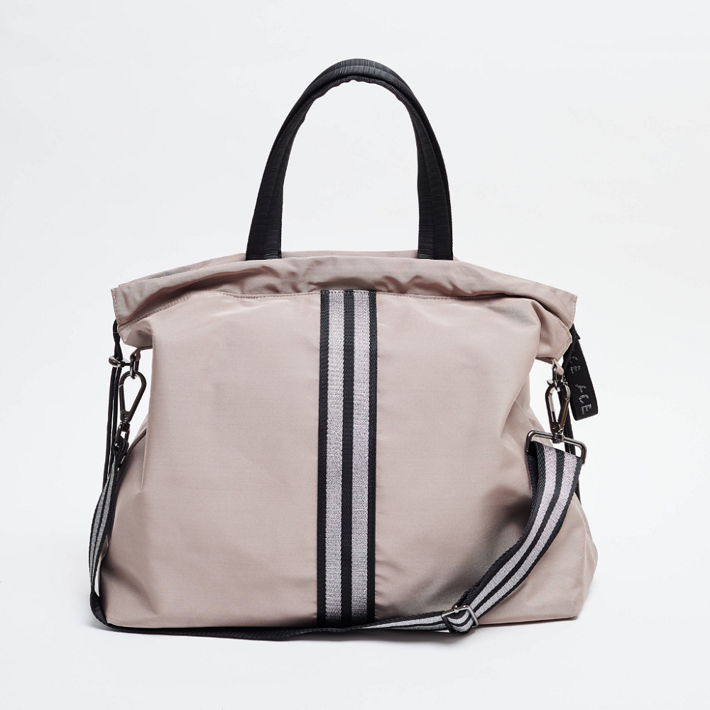 Front view of the ACE Tote Bag color Taupe made with ECONYLu00ae regenerated nylon