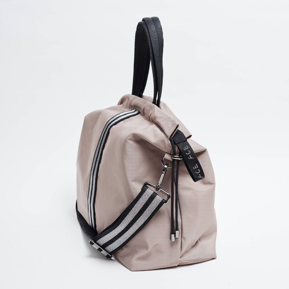 Side view of the ACE Tote Bag color Taupe made with ECONYLu00ae regenerated nylon