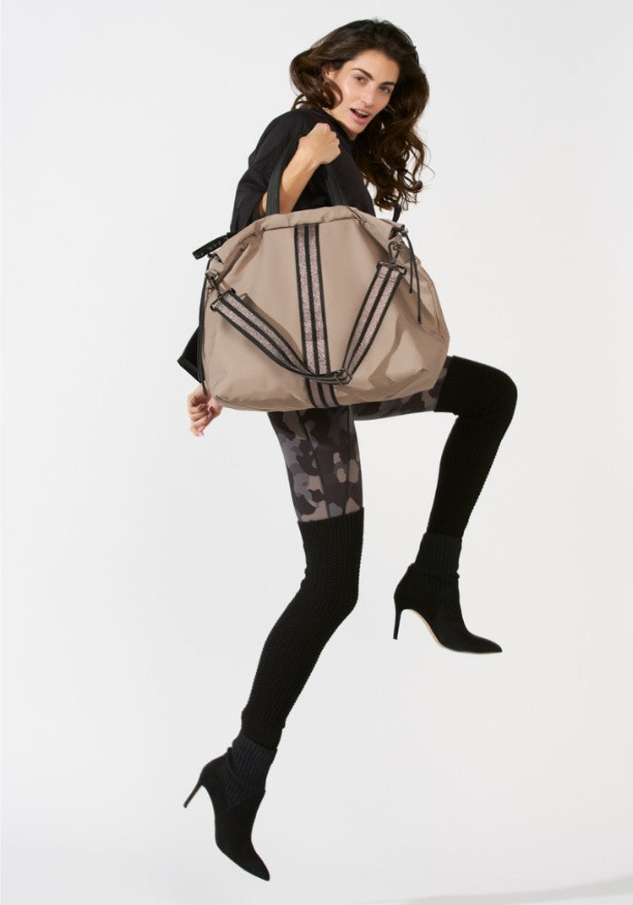 Woman carrying a ACE Tote Bag color Taupe made with ECONYLu00ae regenerated nylon
