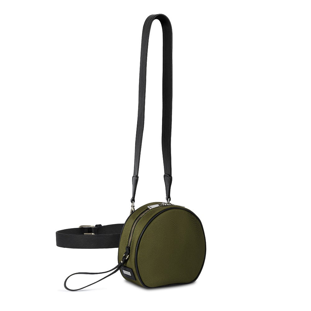 Side view of The Gallery Messenger bag aoifeu00ae color Military green made with ECONYLu00ae regenerated nylon