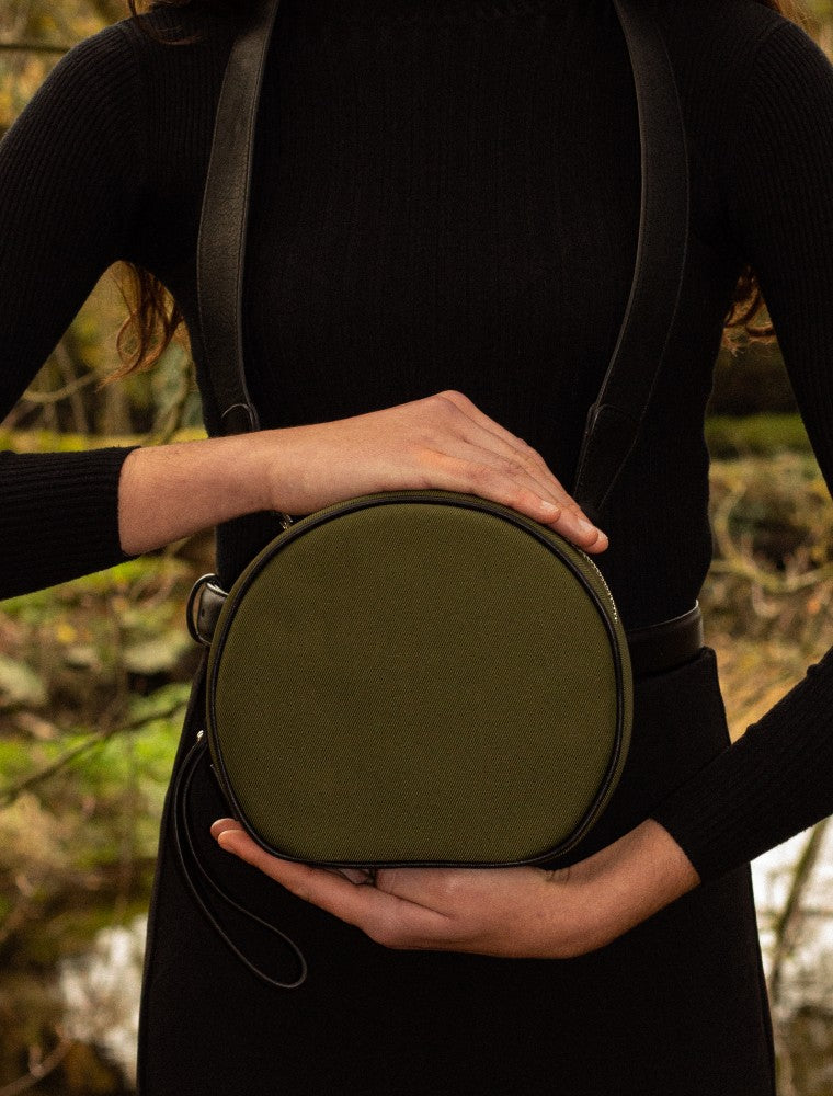 Woman carrying The Gallery Messenger bag aoifeu00ae color Military green made with ECONYLu00ae regenerated nylon