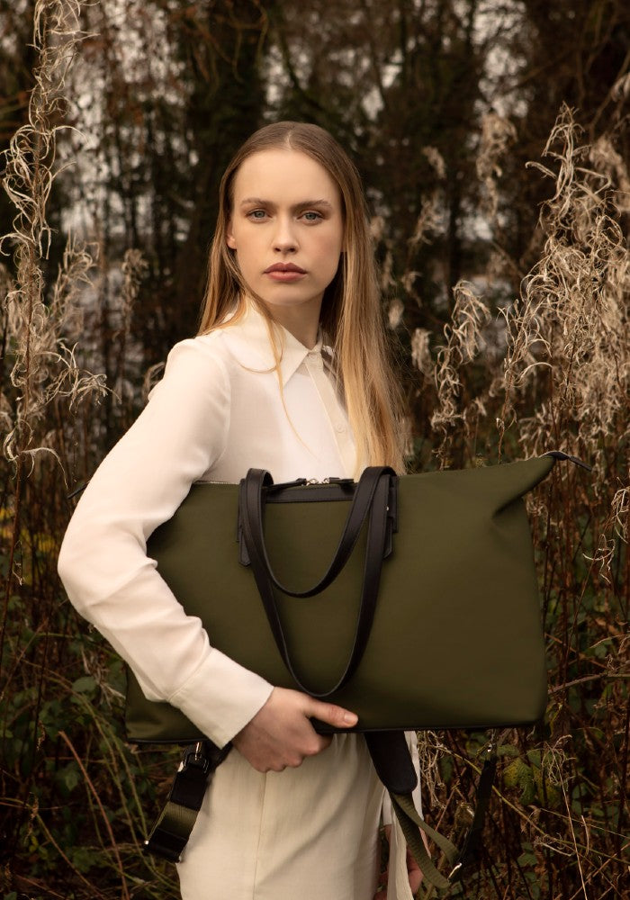 Woman carrying The Gallery Tote To Backpack aoifeu00ae color Military green made with ECONYLu00ae regenerated nylon