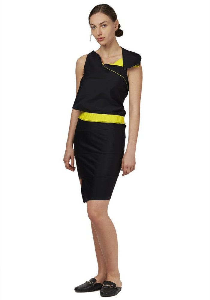 Side view of the reversible Twist Pencil Skirt Malaika New York color Yellow / Black made with ECONYLu00ae regenerated nylon