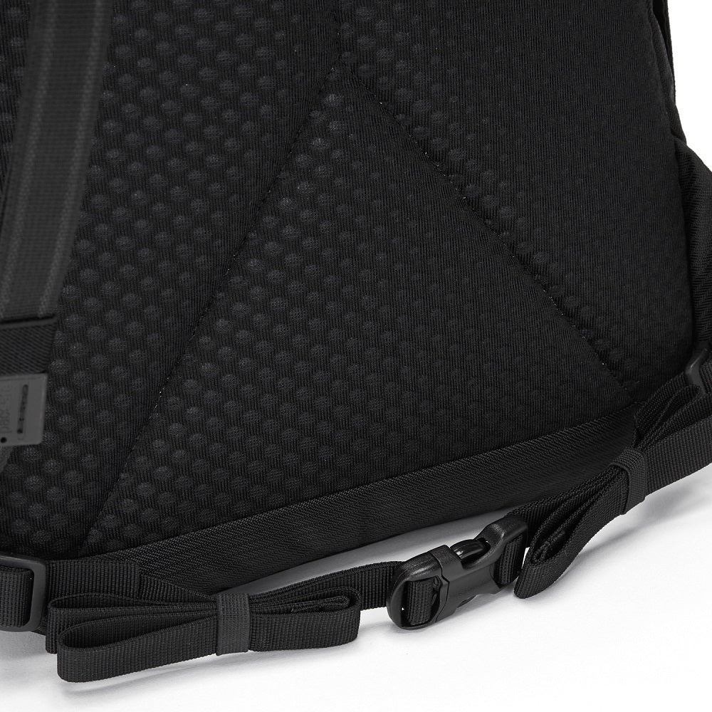 Detail of the Pacsafe Vibe 25L Anti-Theft Backpack color Black made with ECONYLu00ae regenerated nylon