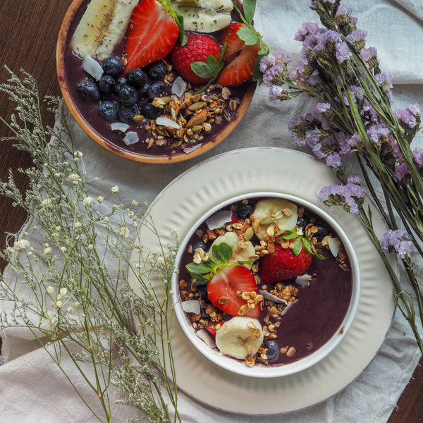 açaí bowl with loads of fruits and granola