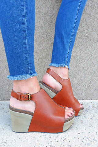OTBT Jaunt Mocha Wedge