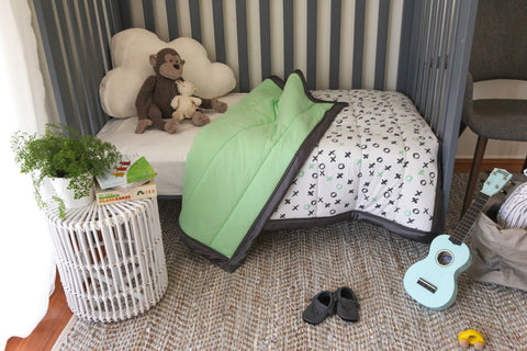 Cot Quilt - O&Xs - Apple