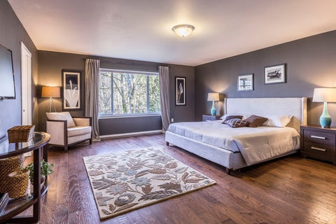Pros and Cons of Wood Flooring in Bedrooms