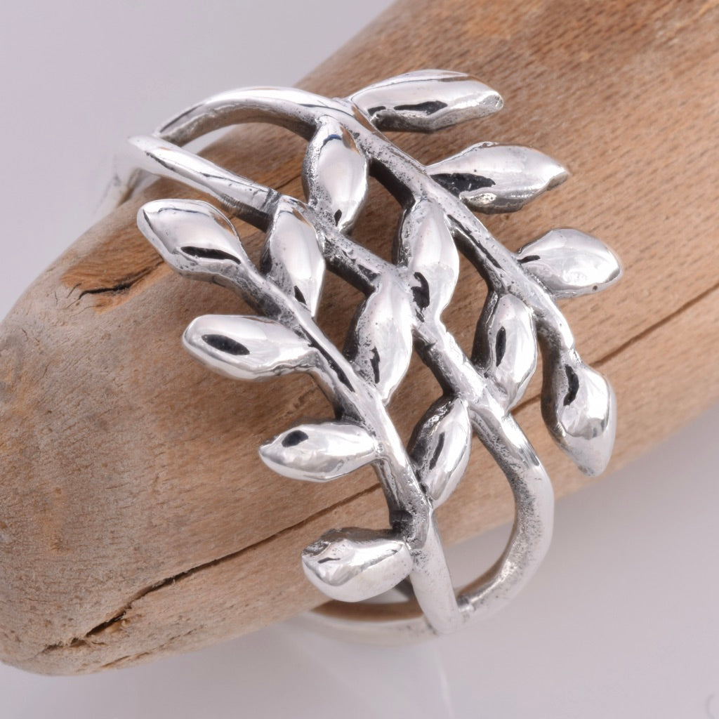 R135 - Silver Laurel leaf design ring