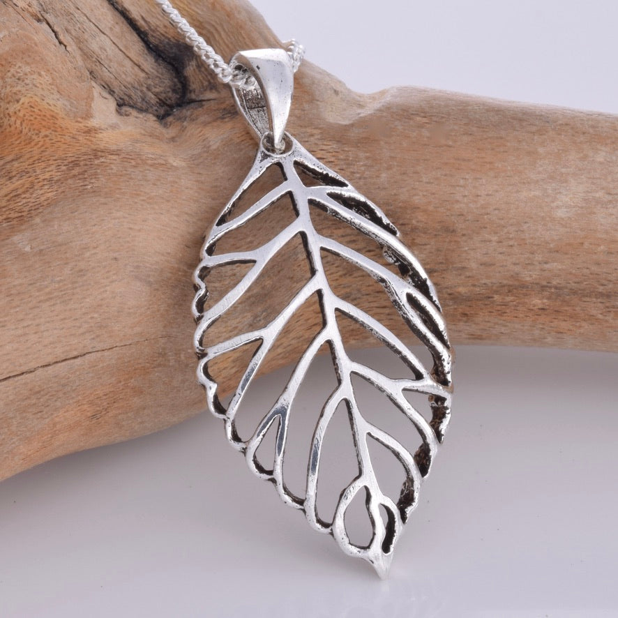 P727 - Silver cut out leaf pendant