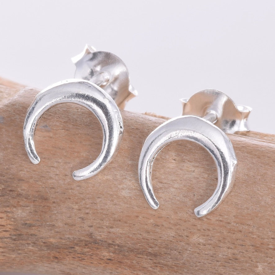 S619 - 8mm horn Silver stud earrings
