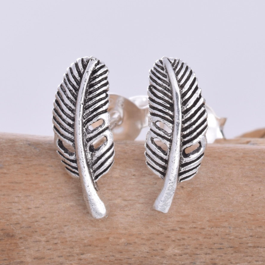 S601 - Broad feather stud earrings
