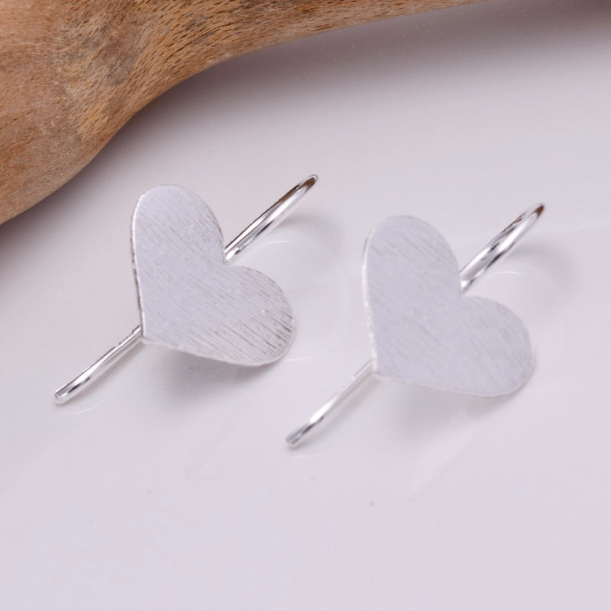 E648 - Matt silver heart thread earrings