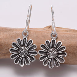 E653 - 925 Silver daisy earrings