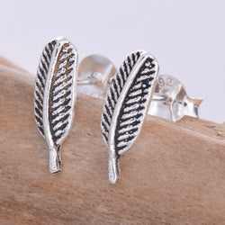 S600 - Slim feather stud earrings