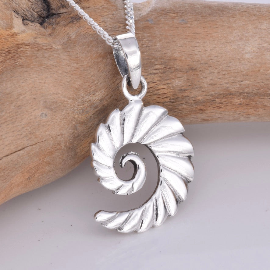 P712 - Silver jagged spiral design pendant
