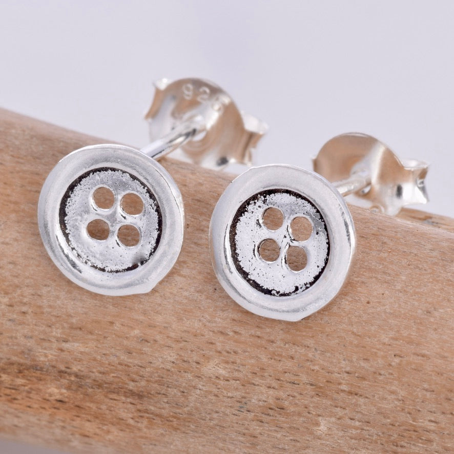 S327 - Silver button stud earrings