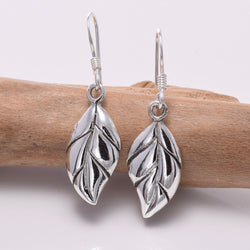 E654 - 925 Silver leaf design earrings