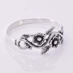 R027 - Flower band ring