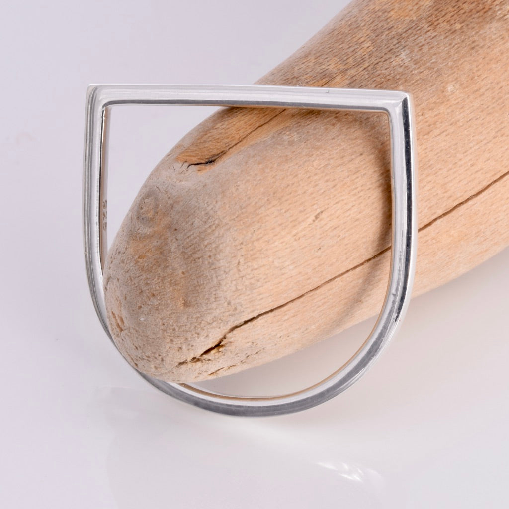 R154 - Stirrup shape stack ring