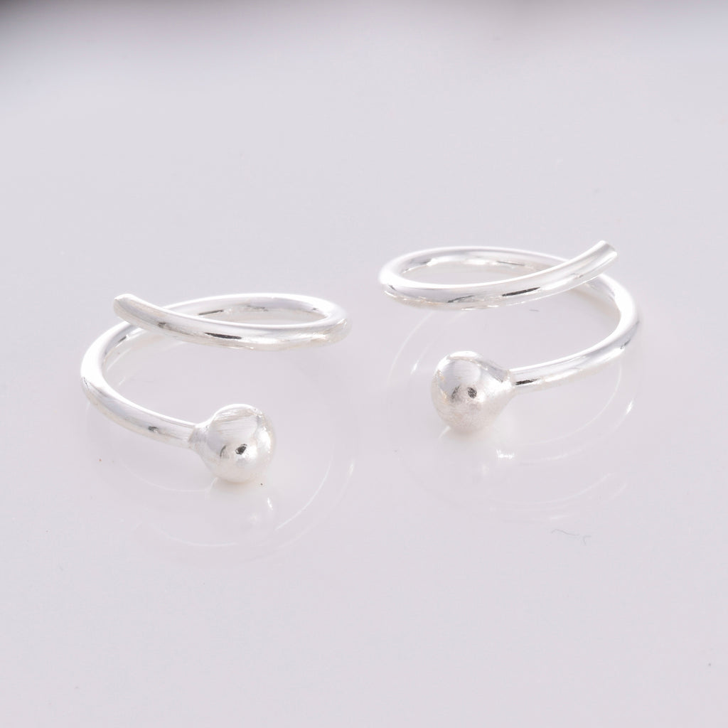 S506 - Silver wire twist stud earrings
