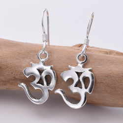 E163 - Ohm design silver earring