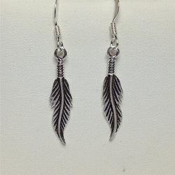 E218 - Slim feather earrings