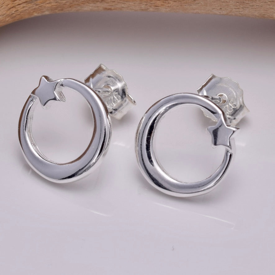 S637 - Silver Shooting Star stud earrings