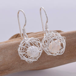 E592 - Wire ball with freshwater pearl