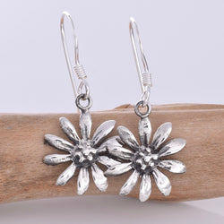 E630 - Silver daisy earrings