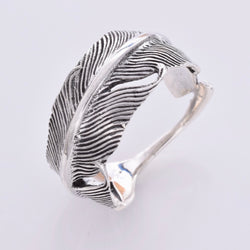 R157 - Wide feather silver ring