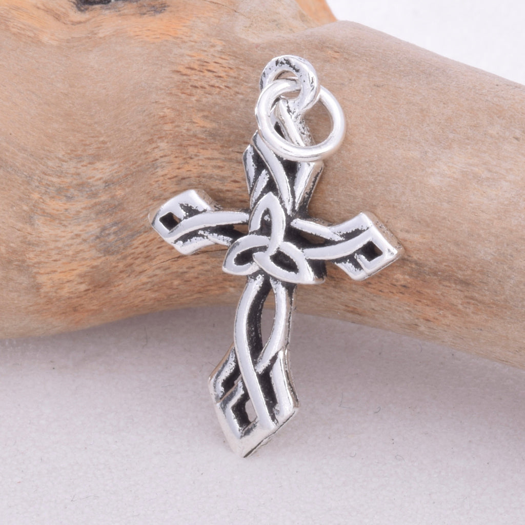 P536 - 925 Celtic knotwork cross pendant