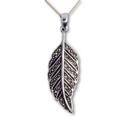 P622 - Leaf design pendant