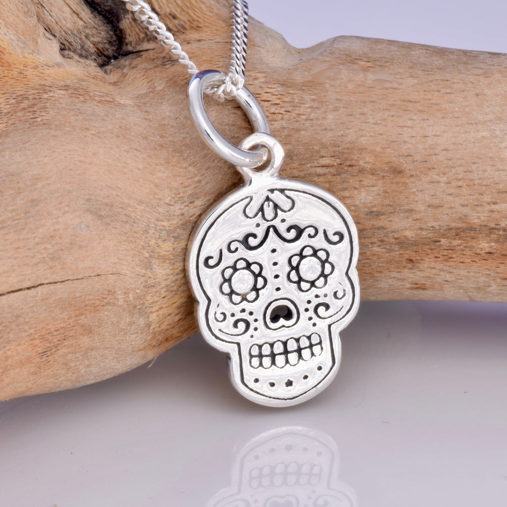 P667 - Day of the Dead skull silver pendant
