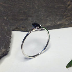 R044 silver band ring with onyx stone