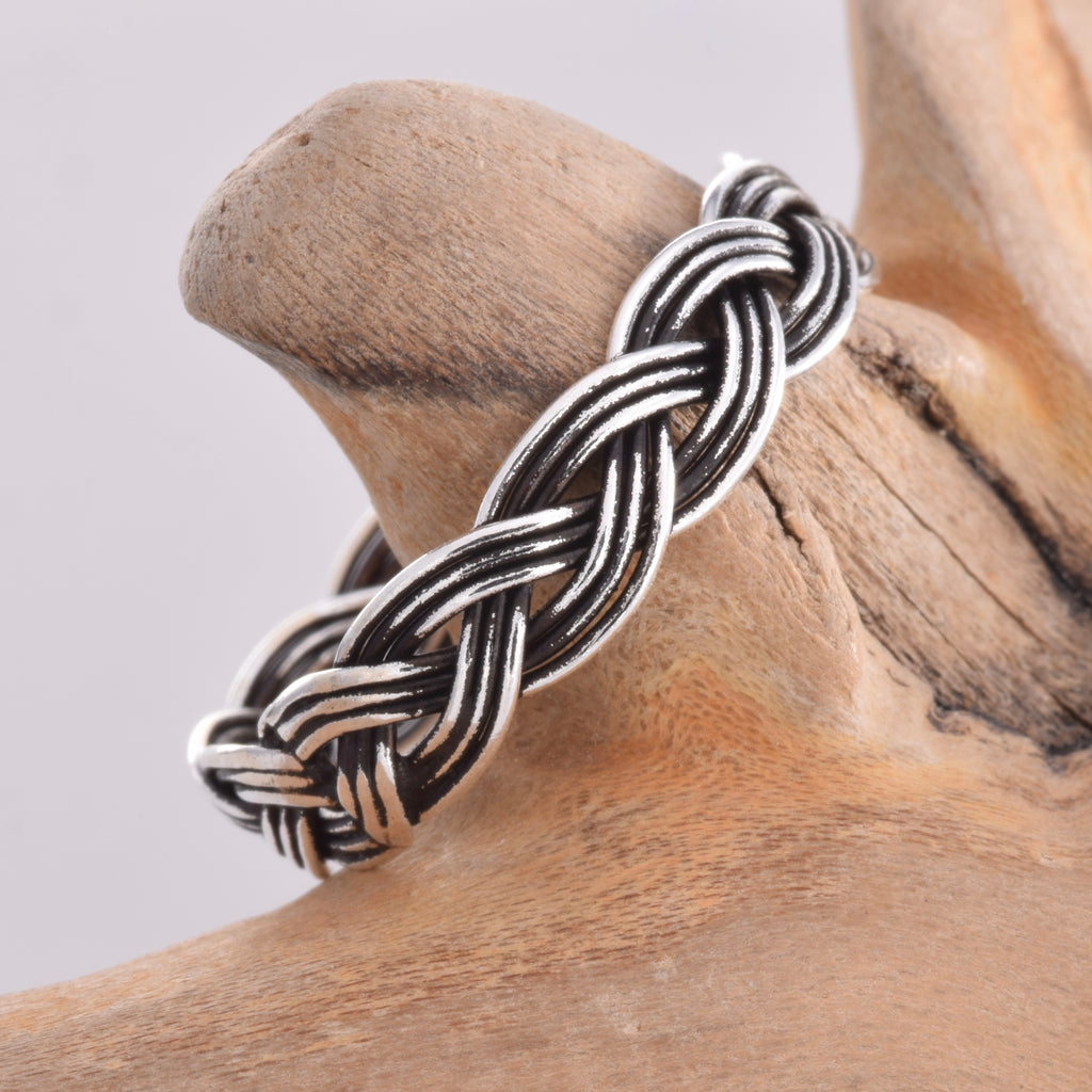 R064 - Silver Weave effect band ring