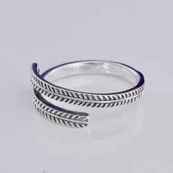 R151 - Laurel band design silver ring