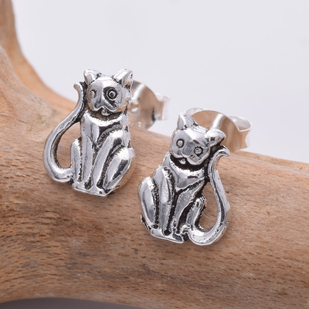 S199 - Sitting cat stud earrings