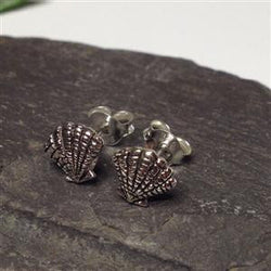 S337 - Scallop shell stud earrings