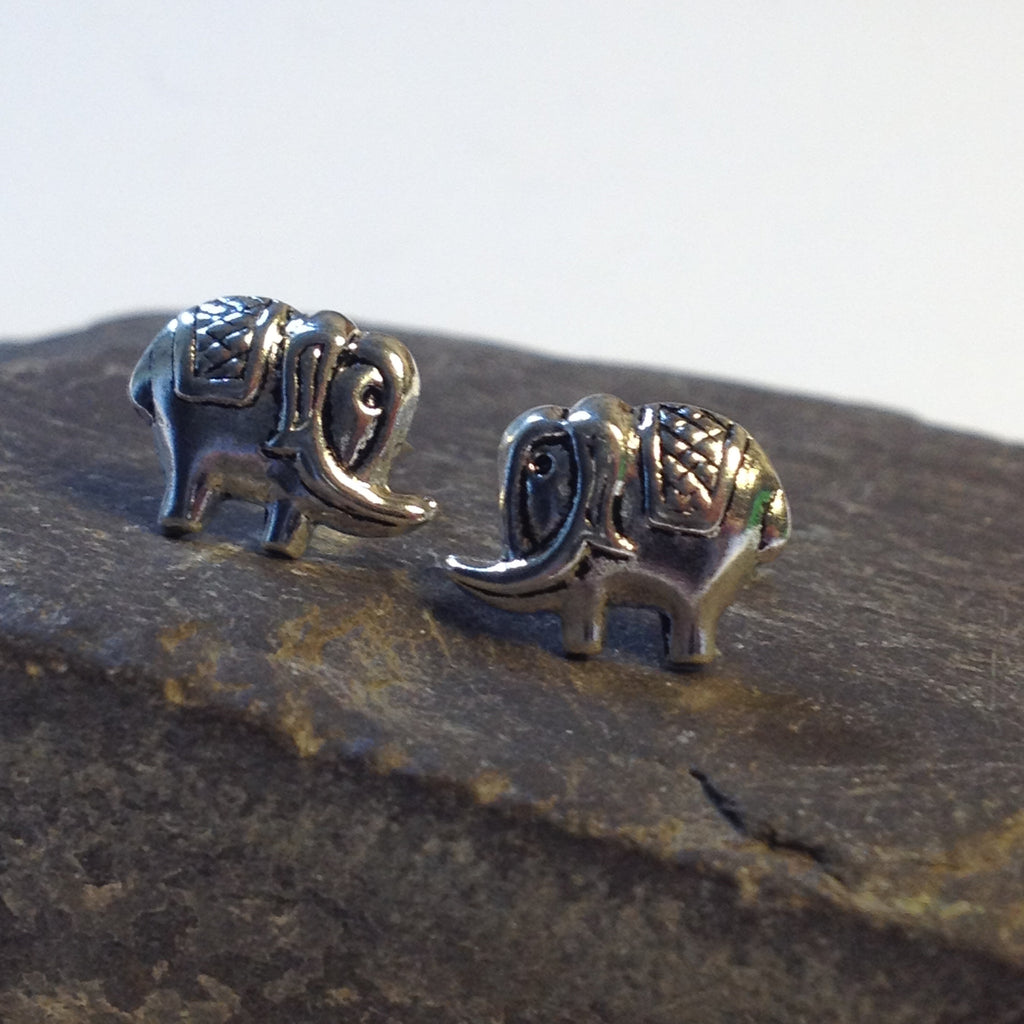 S367 - Elephant stud earrings