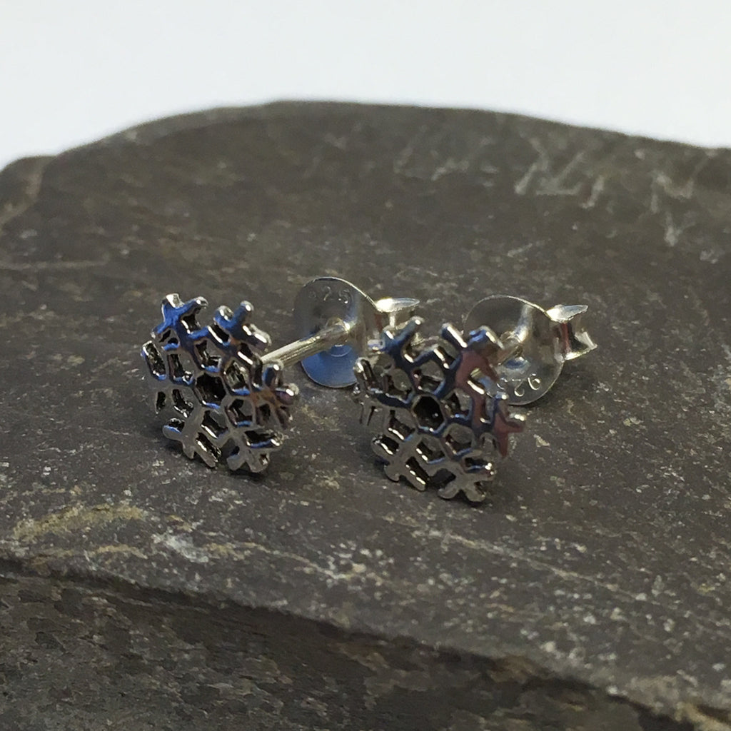 S373 - Snowflake stud earrings