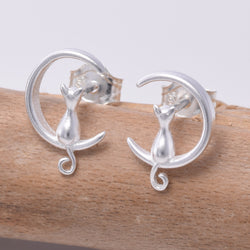 S621 - Cat sat on in crescent moon stud earrings