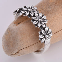 R133 - Daisy flower silver band ring