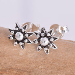 S562 - Flower stud earring