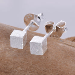 S567 - Cube stud earrings
