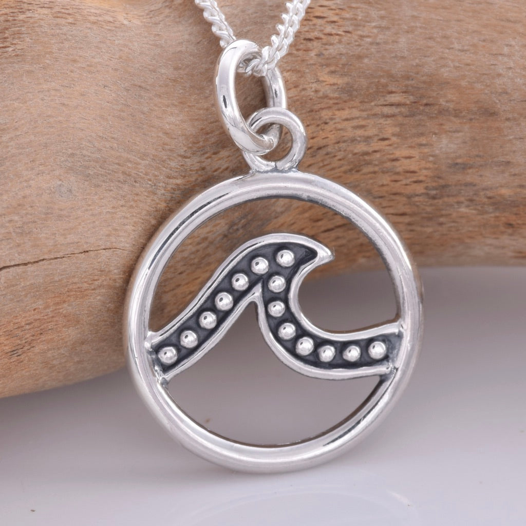 P687 - Small silver disc with wave design pendant
