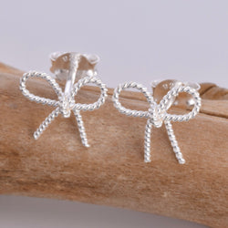 S569 - Bow stud earrings