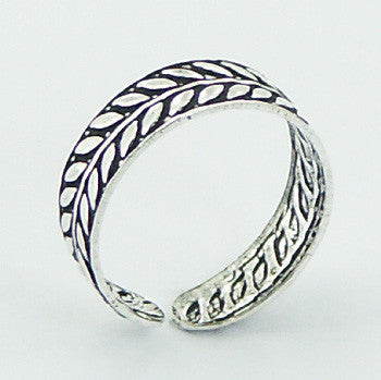TR033 - Laurel Crown Toe Ring