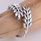 R134 - Silver laurel leaf wrap ring